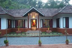 Village House Design, Kerala House Design, Village Houses, Kerala Traditional House, Traditional House Plans, Style At Home, Chettinad House, House Architecture Styles, India House