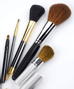 Find a detailed guide to every type of makeup brush and its function.