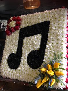 Funeral Flowers.Musical note funeral flower tribute. www.thefloralartstudio.co.uk