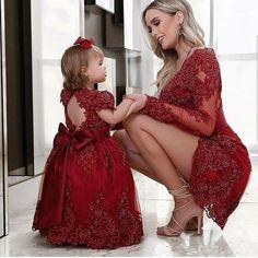 """1,176 curtidas, 10 comentários - Born to Be a Bride (@borntobeabride) no Instagram: """"Tal mãe, tal filha. Lindaas!!!♥️ Inspiração do @blogamormaisamor ♥️ . . . . #vestido #vestidos…"""""""