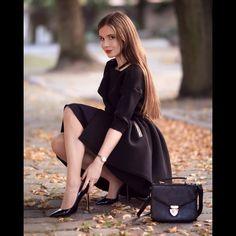Classy photos of well dressed women. Curvy Women Fashion, Fashion Models, Fashion Outfits, Womens Fashion, Female Fashion, Unique Outfits, Beautiful Outfits, Cute Outfits, Beautiful Women