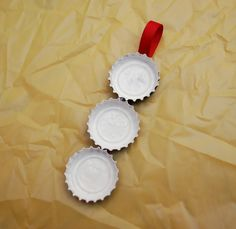 One Artsy Mama: Bottle Cap Snowman Ornaments