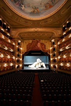 Amaaazing Colon Theatre, Buenos Aires | Argentina - A very nice place to visit before or after your Spanish classes in Buenos Aires - www.elpasajespanish.com