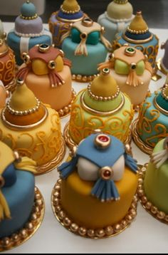 Aladdin mini wedding cakes