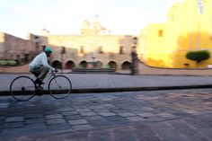 """""""el ciclista"""" Plaza Aranzazu, Centro Histórico, SLP Fotografía: Kris Hdz."""