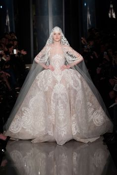 The Finale Wedding Gown - Elie Saab Haute Couture Spring Summer 2013 Highlights. Elie Saab Couture, Couture Mode, Style Couture, Couture Fashion, Paris Fashion, Couture Week, Fashion Spring, High Fashion, Ellie Saab