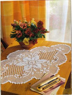 )* Crochet doily patterns (search for the picture and open it, instructions in spanish) Filet Crochet, Crochet Motifs, Crochet Chart, Thread Crochet, Lace Knitting, Irish Crochet, Knit Crochet, Crochet Table Runner, Crochet Tablecloth