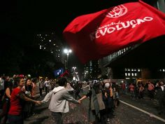 Manifestantes em protesto a favor de Dilma na Paulista (Foto: Paulo Whitaker/Reuters)