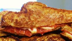 Pizza Grilled Cheese: 4 slices of bread buttered, 4 slices of mozzarella cheese, Italian seasoning or basil, Parmesan cheese, & pizza sauce for dipping. This sounds & looks yum! Food For Thought, Think Food, I Love Food, Good Food, Yummy Food, Healthy Food, Tasty, Great Recipes, Favorite Recipes