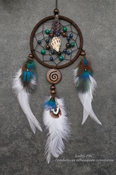 Capteur de rêves  plumes bleues/verte Yugapi par Tendancesethniques