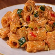 "This is ""Rigatoni al pesto di pomodori secchi, zucchine croccanti e noci"" by Al.ta Cucina on Vimeo, the home for high quality videos and the people who… Salmon Recipes, Pasta Recipes, Cooking Recipes, Italian Dishes, Italian Recipes, Comida Diy, Vegetarian Recipes, Healthy Recipes, Pesto Pasta"
