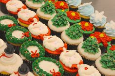 Holiday cupcakes ready for your celebration! #carlosbakery