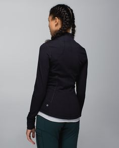 We designed this jacket with our favourite features to be the Goldilocks of lightweight layers. Our signature foldover Cuffins™ finger covers help keep our hands warm and breathable Mesh  under the arms lets us blow off post-practice steam. We gave it a slim fit for easy layering over a tank or under a jacket so we feel juuust right after class.