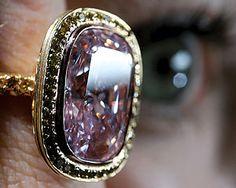 WEB LUXO - Jóias: Leilão teve anéis de diamantes de US$ 3,2 milhões