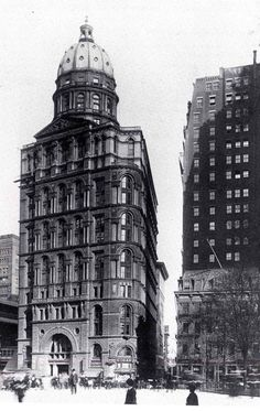 The New York World Building was completed in 1890 and housed the headquarters of the now-defunct newspaper New York Architecture, Vintage Architecture, Architecture Images, Classical Architecture, Historical Architecture, Beautiful Architecture, Indian Architecture, World Trade Center, Madison Square Garden