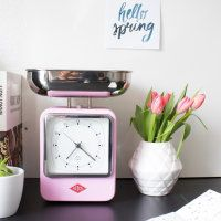 A decorative eye-catcher that combines two features: kitchen scale on the one and kitchen clock on the other side.