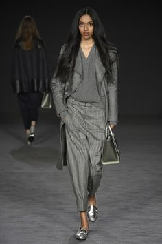 http://www.vogue.com/fashion-shows/fall-2017-ready-to-wear/daks/slideshow/collection