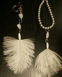 assortiment bijoux de sac et pendentif plumes