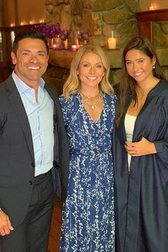 Kelly Ripa and Mark Consuelos Are Hot Parents — Meet Their 3 Kids Who Probably Hate Us For Saying That Celebrity Children, Celebrity Couples, Kelly Ripa Family, Parenting Tips, Kids And Parenting, Lola Consuelos, Kelly Ripa Mark Consuelos, Parents Meeting, How Many Kids