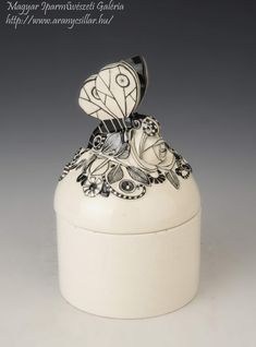 Michael Powolny - Pillangós doboz / Box with butterfly Art Nouveau, Butterfly, Jar, Ceramics, Gallery, Artist, Decor, Hall Pottery, Dekoration