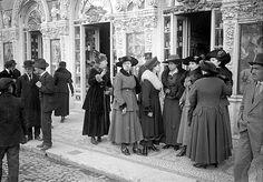 A sociedade lisboeta e a Pastelaria Foz (1917-1918). Old Photos, Vintage Photos, Lisbon Portugal, Back In The Day, Nostalgia, Europe, Buildings, 1, Costumes