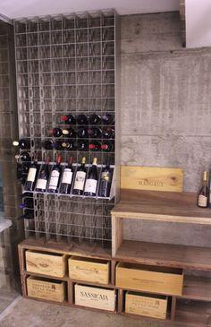 #Arredamento Esigo per #cantina con porta #bottiglie #vino #design Esigo 2 Net e singoli espositori - Esigo's #wine cellar furniture with modern steel #wine rack Esigo 2 Net and single displays