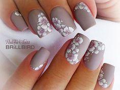 """51 kedvelés, 1 hozzászólás – BrillBird Hungary (@brillbird.hu) Instagram-hozzászólása: """"Brush&Go gél lakk GOGL32 @anita_podoba #nails #brillbird #graynails #flowers #nailstagram #nailsart…"""""""