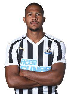 9 SALOMÓN RONDÓN Venezuelan Newcastle United Football, Black N White, One Team, Football Players, Soccer, Army, England, Board, Mens Tops