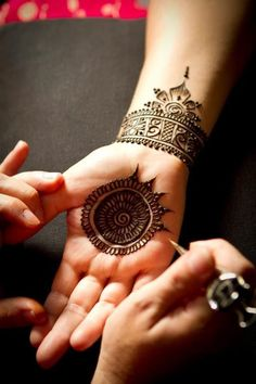 9 Beautiful Bangle Mehandi Designs with Images | Styles At Life