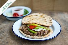 Popularni engleski kuhar i TV zvijezda Jamie Oliver na svojoj internet stranici promovisao je bosanskohercegovački hamburger, na našem području poznati...