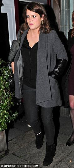 Grey matters: Both Beatrice and her sister Eugenie opted for the same colour coat  #DailyMail http://www.dailymail.co.uk/tvshowbiz/article-2334309/A-blue-suede-Robbie-Williams-joins-Fergie-Princess-Beatrice-Eugenie-dinner.html#ixzz2Uy3WW4nk  Follow us: @MailOnline on Twitter | DailyMail on Facebook
