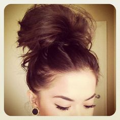 Love the messy hair look and earrings
