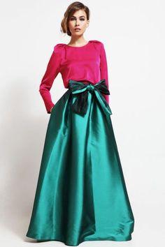 Conjunto falda larga volumen saten verde y blusa mangas abullonadas rosa para invitada boda, gala, nochevieja. Invitadas boda,fiesta,nochevieja. http://www.apparentia.com/collection/ficha/1669/conjunto-falda-larga-y-blusa-aricia/