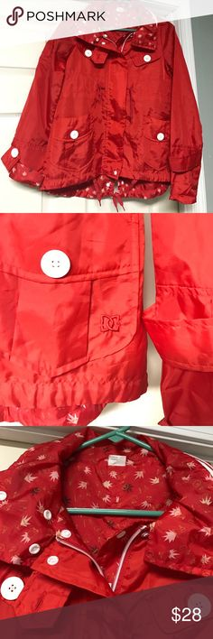 Women's raincoat💧 Women's DC Raincoat-NWOT-this raincoat is reversible and has a drawstring at the waist-lots of pockets-hood can be zipped up into the collar as well-awesome condition and super cute raincoat ☂️💧 DC Jackets & Coats
