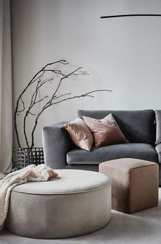 PARIS sittpuff stor The post PARIS sittpuff stor appeared first on Vardagsrum Diy. Living Room Grey, Home Living Room, Interior Design Living Room, Living Room Decor, Interior Colors, Interior Livingroom, Greige, House Of Turquoise, Home And Deco