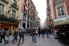 Ciudades con menos autos y más transporte público: la movilidad que quieren los jóvenes españoles