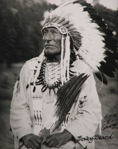 Looks alot like granddad Hail Native American Indian - Old Photos Wasu Maza (aka Iron Hail, aka Dewey Beard) - Mniconjou - 1948