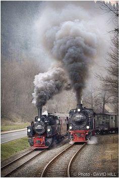 The great steam locomotive race Train Car, Train Tracks, Train Rides, Voyager C'est Vivre, Foto Picture, Old Steam Train, Old Trains, Train Pictures, Train Engines