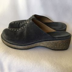 CLARKS Navy Blue Suede Leather Mules Clogs Size 8 Vintage Clarks mules / clogs / slides. Slip-on. Discontinued style - rare and hard to find anymore. Navy blue suede leather uppers with contrast stitching. Genuine leather. Rubber soles. Thick heel. Ladies size 8 Clarks Shoes Mules & Clogs