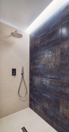 Design-Forward City Apartment Mixes Materials and Textures Bathroom Design Inspiration, Bad Inspiration, Bathroom Interior Design, Stone Wall Design, Wall Decor Design, City Apartment, Apartment Design, Laundry Room Bathroom, Small Bathroom