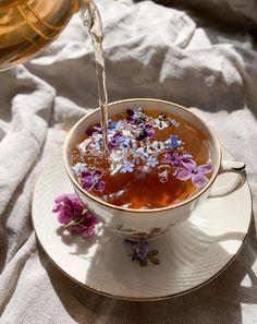 Are you a coffee or tea person? Flower Aesthetic, Aesthetic Food, Belle Aesthetic, Simple Aesthetic, Aesthetic Black, Korean Aesthetic, Kreative Desserts, Lemon Health Benefits, Organic Recipes