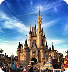 AMAZING list of the DO's & DON'T's when planning a Disney vacation.