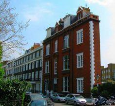 Thin House, Londres, Royaume-Uni C'est sans doute l'immeuble le plus mince de Londres. Il est situé dans le West End et interpelle tous ses visiteurs. Son architecte est inconnu et il abrite des appartements.