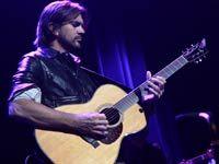 Cantante y compositor colombiano Juanes lanza un nuevo álbum, MTV Unplugged.
