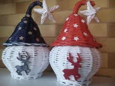 23 Ideas for basket weaving patterns christmas Newspaper Flowers, Newspaper Basket, Newspaper Crafts, Paper Weaving, Weaving Art, Recycled Paper Crafts, Diy And Crafts, Christmas Baskets, Christmas Crafts