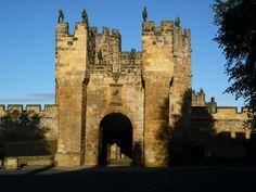 Entrance to Alnwick Castle.JPG