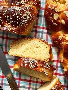 ΑΡΩΜΑΤΙΚΟ ΤΣΟΥΡΕΚΙ:TWIST AND BAKE EDITION- GREEK SWEET BREAD «TSOUREKI» – TWIST AND BAKE Sweets Recipes, Cake Recipes, Greek Sweets, Greek Dishes, Greek Recipes, Sweet Bread, Food Photo, Recipies, Baking