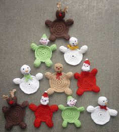 [Free Pattern] These Christmas Coasters Are Such A Cute And Festive Spot To Place Your Cups!