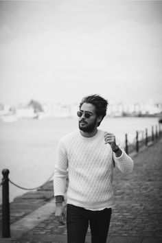White Jumper // Black skinny jeans // Round sunglasses  // Style Hunters // Style Hunter // SS15 // Autumn //