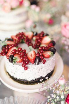 Vegaaninen Oreo-juustokakku Most Delicious Recipe, Delicious Cake Recipes, Yummy Cakes, Sweet Recipes, Yummy Food, No Bake Desserts, Vegan Desserts, Hazelnut Cake, Vegan Cheesecake